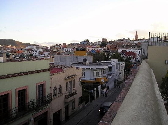 Terrasse Hotel: Vista de la calle desde la terraza