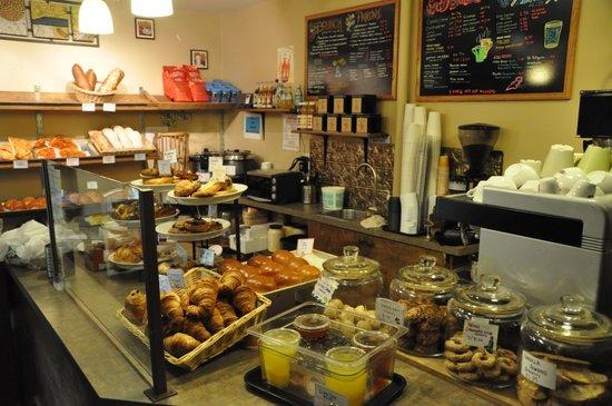 A-Roma Bakery: bancone dei dolci