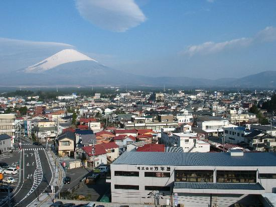 Hotel Route-Inn Gotenba: Window View of Mt Fuji
