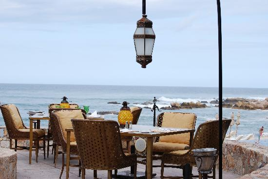 Villas Del Mar at Palmilla: Beach side dining