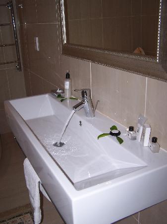 Integrated Trough Sink Bathroom Vanity