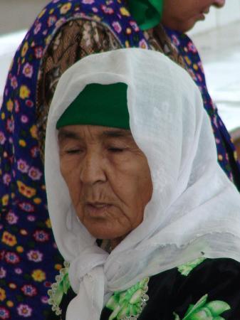 Uzbekistán: Típica mujer uzbeka