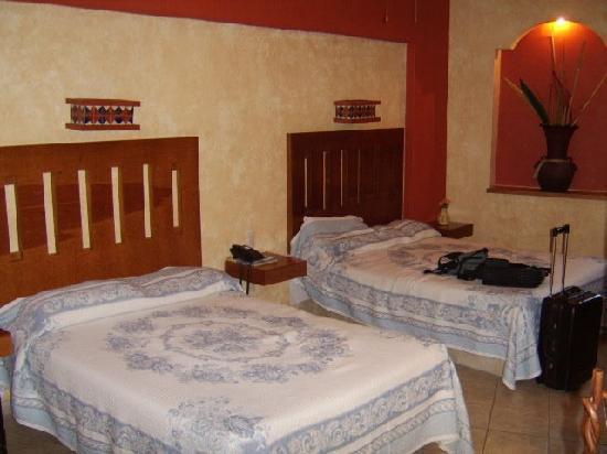 El Relicario De La Patria Hotel: Dos camas matrimoniales