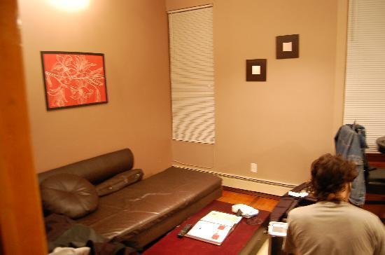 Off Soho Suites: Livingroom