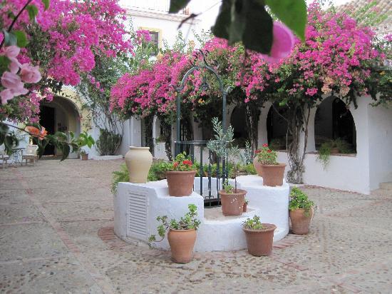 Hacienda de San Rafael: Il patio e l'antico pozzo