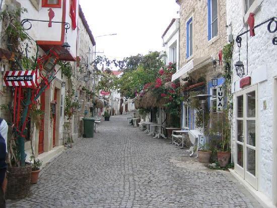 Sedirli Ev: Street in Alaçatı