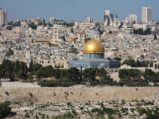 เนินพระวิหาร: Pohled na Chrámovou horu se Skalním chrámem - Stavba patří k třem nejsvětějším islámským stavbám