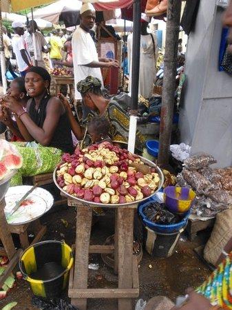 """Bamako: vegetable market at the south bank : """"Coca"""" - fruit mangé pendant des cérémonies religieuses (marriage je crois)"""