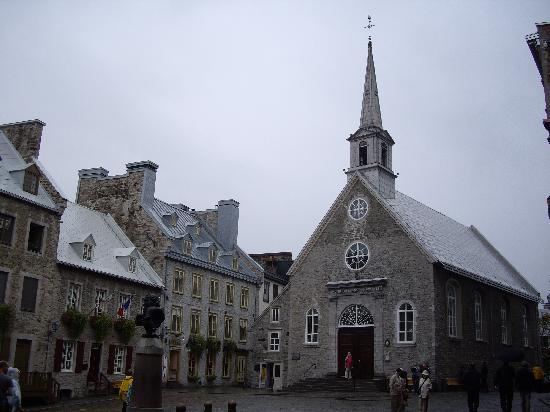Lower Town (Basse-Ville): ロワイヤル広場の勝利のノートルダム寺院