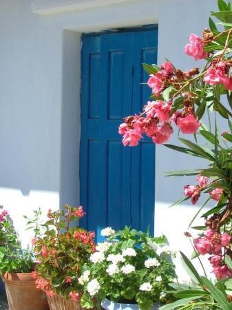 Alonnisos, Greece: Ett blått VINDU Øystein! Ikke en DØR!
