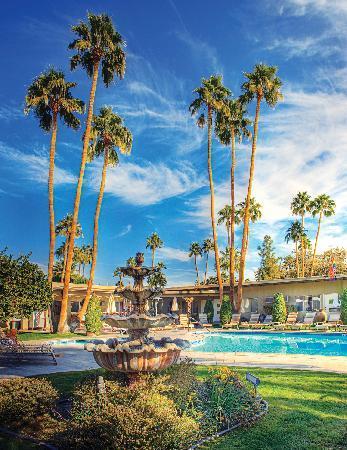 INNdulge: Stunning pool