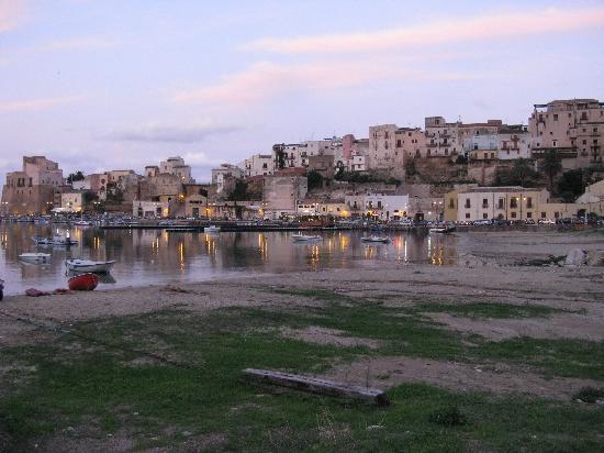 Hotel Cala Marina: View across the harbor