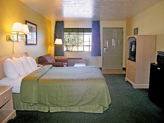 Santa Rosa, NM: Room
