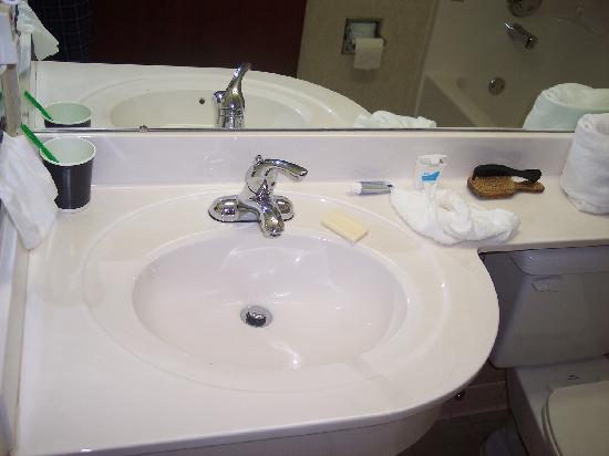 Microtel Inn & Suites by Wyndham Cherokee: Spotless bathroom sink