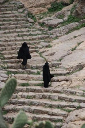Taiz, Jemen: Women stepping down in Al Hajjara