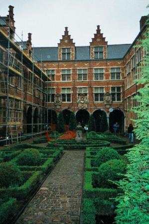 Museum Plantin - Moretus: Plantin Moretus (printing) Museum inner garden