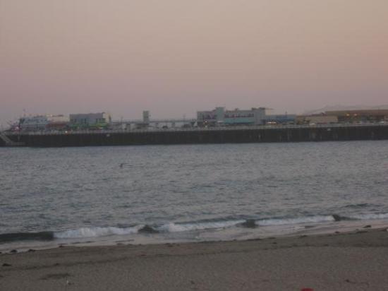 Santa Cruz Main Beach: Evening on the wharf