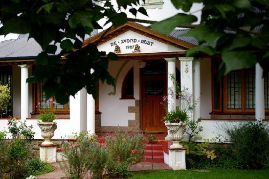 Tonquani Oudtshoorn Cottages: Charming Main House