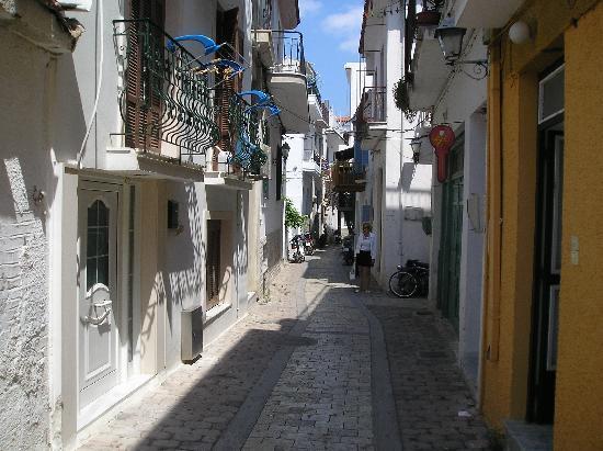 Skiathos, Grecia: walking down the narrow streets