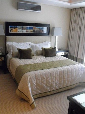 No 5 Boutique Art Hotel: Bed!