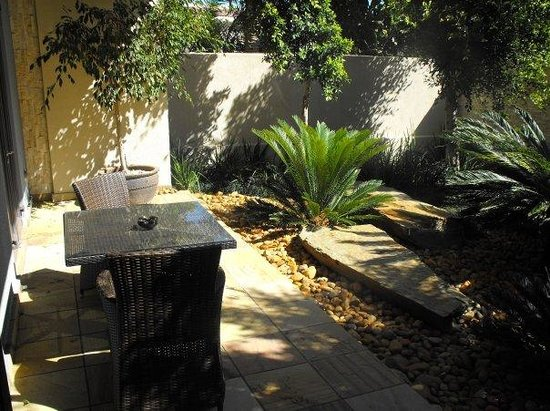 No 5 Boutique Art Hotel: Private courtyard