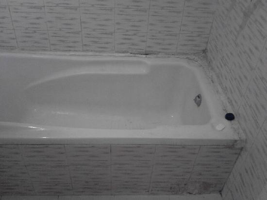 Hotel Arihant: bañera