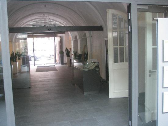 Barcelo Old Town Praha : Entrée du restaurant et de la réception
