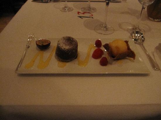 De Florentijnen: Gooey chocolate cake with tart cherries, an almond tulip & tangerine sorbet