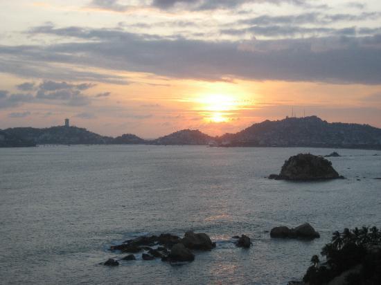 Holiday Inn Resort Acapulco: Vue de la chambre
