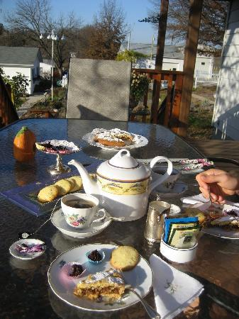 Les Lavandes Bed and Breakfast: Afternoon tea