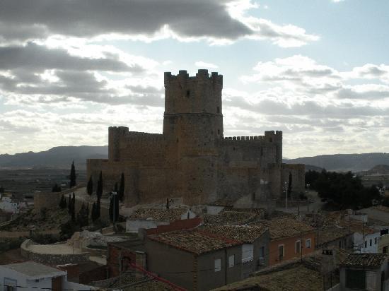 Castillo de villena alicante kuva villena alicanten maakunta tripadvisor - La casa de los aromas villena ...