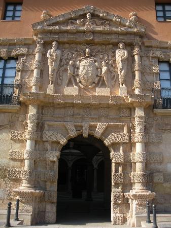 Puerta de entrada del ayuntamiento de almansa albacete - Puerta de entrada ...