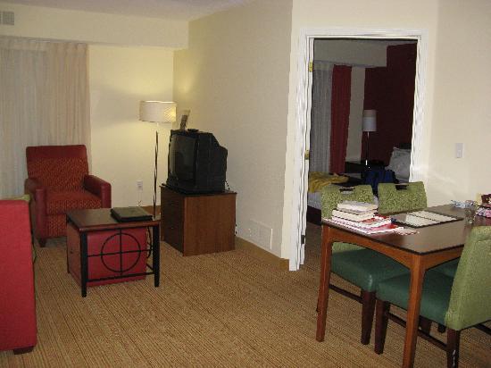 Residence Inn Houston Northwest/Willowbrook: Sittng Room / Kitchen Area