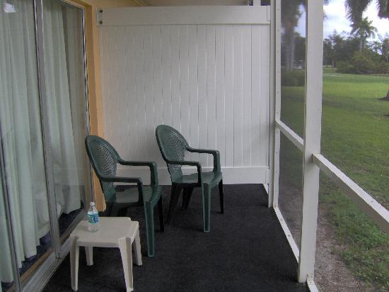 Hollywood Beach Golf Resort: Patio overlooking the golf course