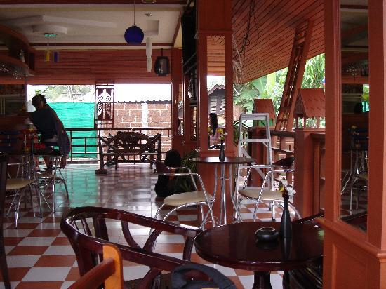 Hut Sun Bungalows: Bar restaurant
