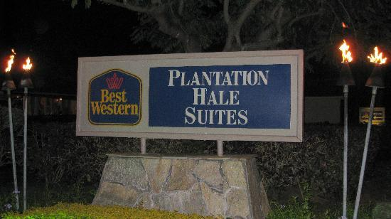 Plantation Hale Suites: Entrance Sign