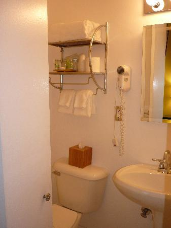 Hotel Beverly Terrace: Bathroom