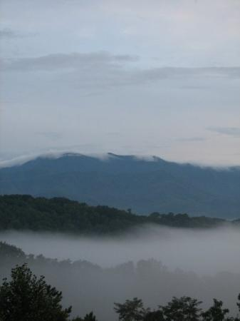 Hippensteal's Mountain View Inn: Mt. LeConte. Had rained all afternoon