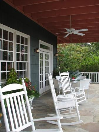 Hippensteal's Mountain View Inn: Front porch