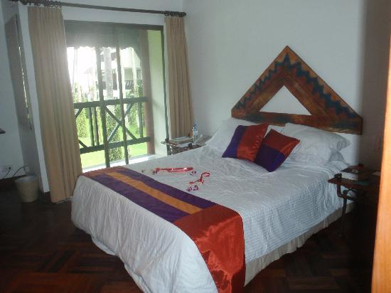 Club Med Phuket : The bed in the Standard Room