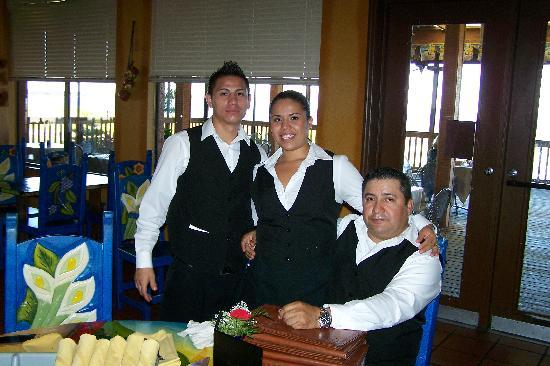 Sebring, FL: YOUR WAITE STAFF HERE TO SERVE YOU