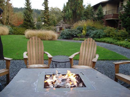 Woodinville, WA: Backyard w/Firepit