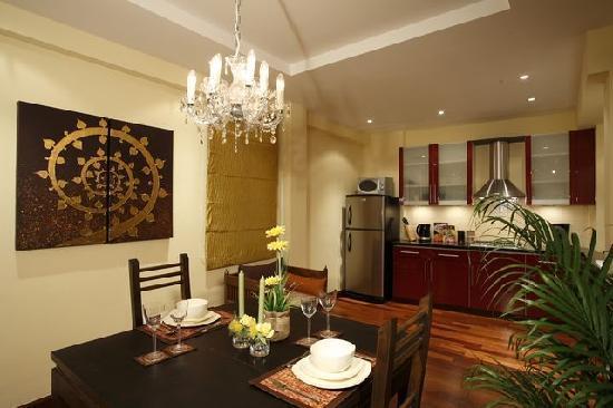 Sunset Apartment Phuket: Dining and Kitchen Area