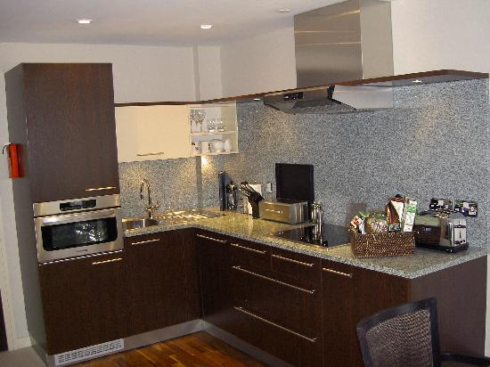 Cheval Phoenix House : The kitchen is very modern and has everything...