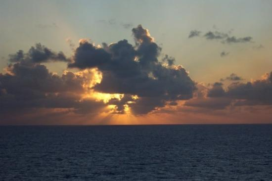 George Town, Grand Cayman: Sunset leavin Grand Cayman...