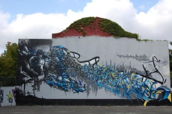 Saintes, Frankrike: Mur de skate park