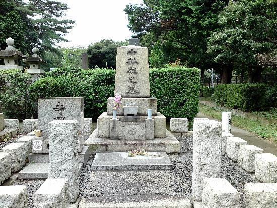 Tokio, Japan: cementary different