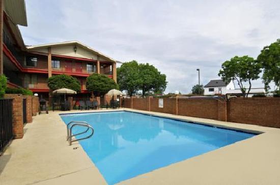 Americas Best Value Inn - Bossier City / Shreveport: Pool Area of Shreveport Louisiana Hotel