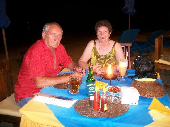 Besakih Beach Hotel: Dinner on the beach
