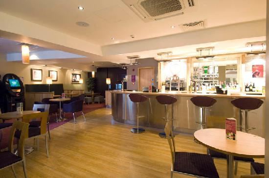 premier inn london victoria hotel reviews photos. Black Bedroom Furniture Sets. Home Design Ideas